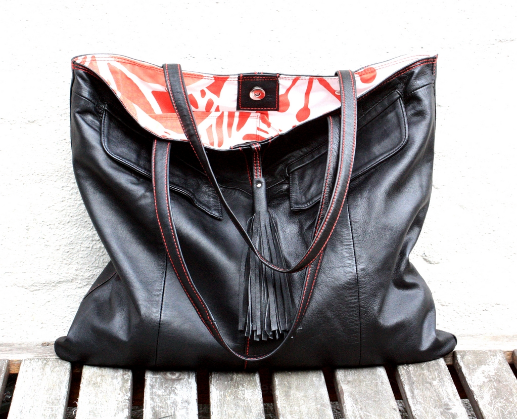 Black city bag with a red thread
