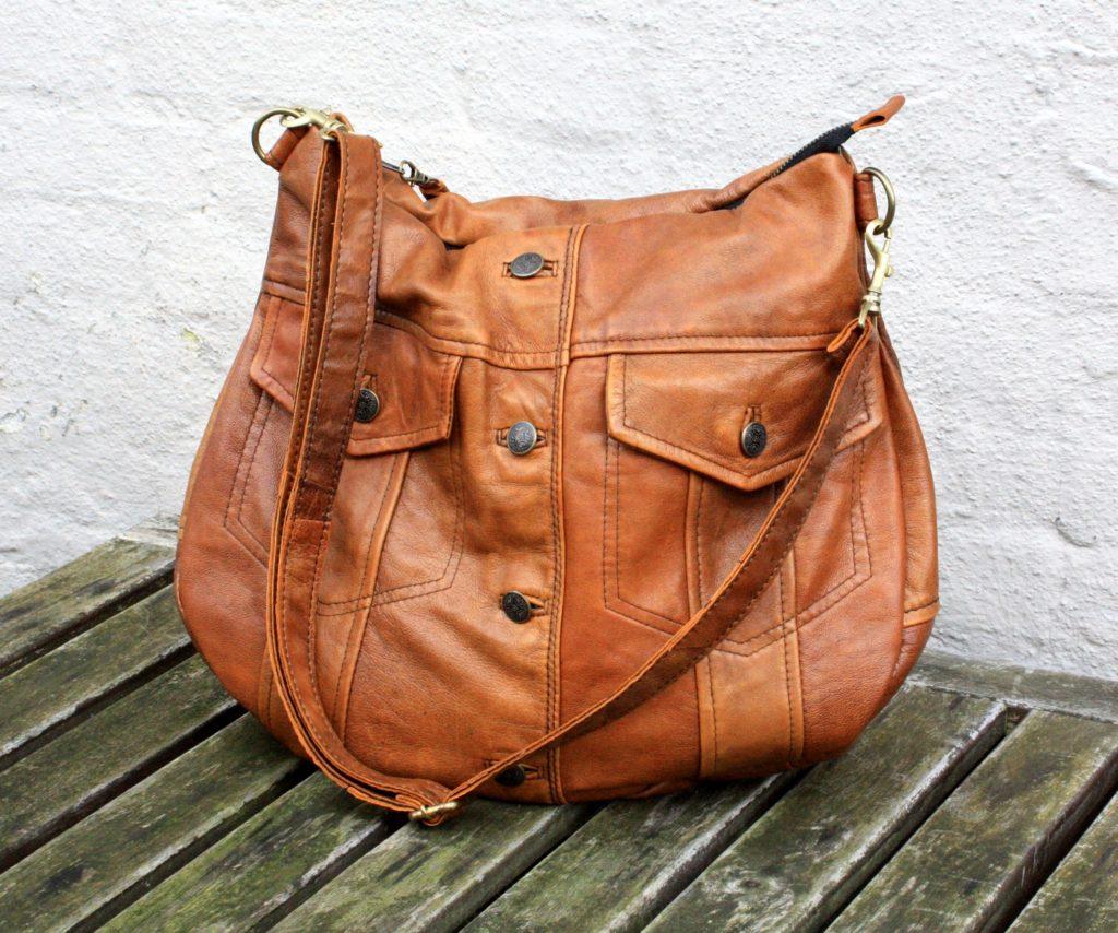 Lækker og blød brun lammeskinds taske